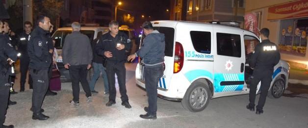 Alkollü sürücü iki polise çarptı