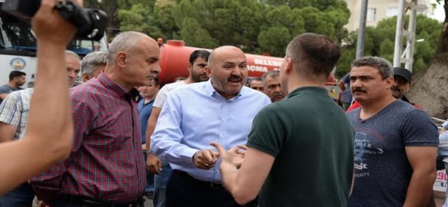 Atatürk krizi! Belediye ekipleri kavga etti