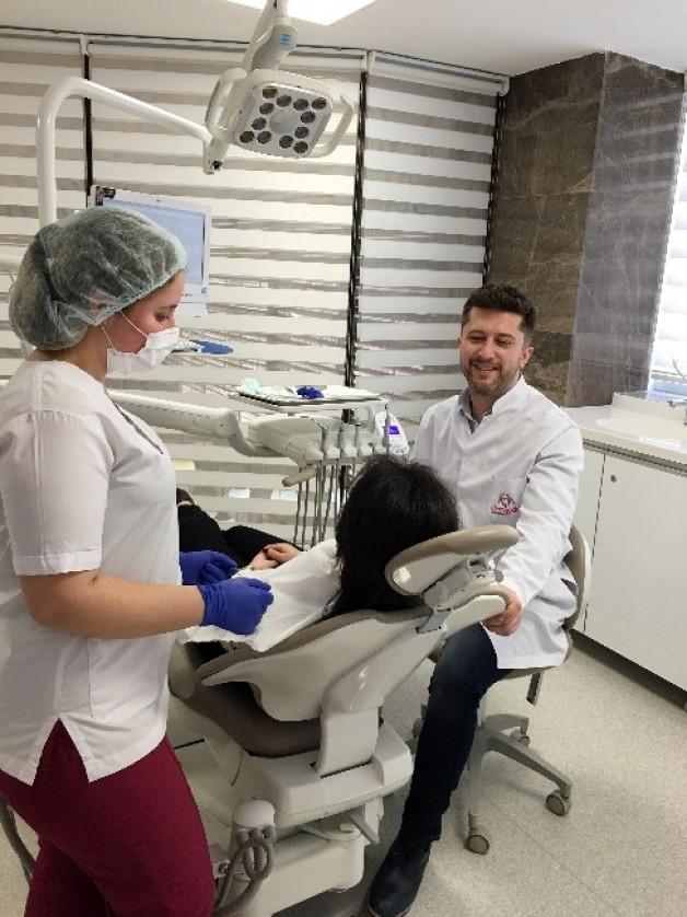 Diş Beyazlatmak İsteyenlere Önemli Uyarılar
