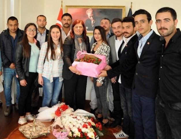Gençlerden Başkan Çerçioğlu'na Anlamlı Ziyaret