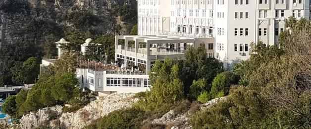 Otele icra geldi, turistler tahliye edildi