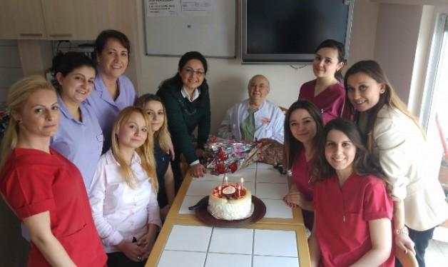 Özel Esteticare Tıp Merkezi, Personelini Ve Hastalarını Unutmadı