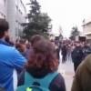 Şehitler için lokum dağıtmak isteyen öğrencilere saldırı