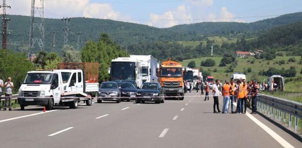 TEM Otoyolu 6 saat sonra ulaşıma açıldı