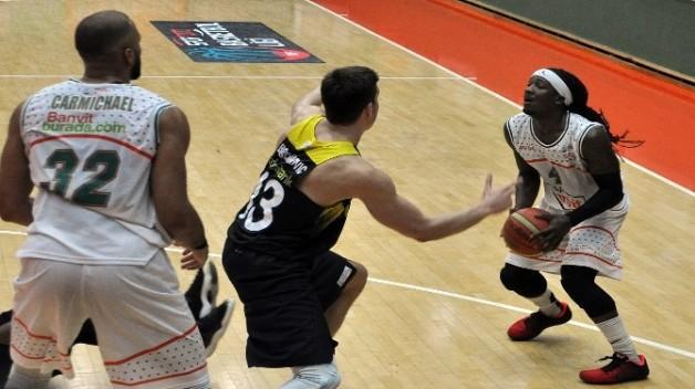 Banvit Fenerbahçe'yi Devirdi