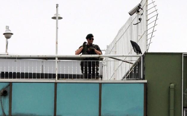İzmir Başbakanlık Ofisinde Yoğun Güvenlik Önlemi